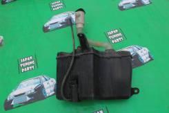 Бачок стеклоомывателя. Toyota Crown, GBS12 Toyota Mark II, GX100, GX105, GX90, JZX100, JZX101, JZX105, JZX90, JZX90E, JZX91, JZX91E, JZX93, LX100, LX9...