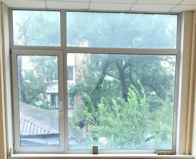 Офис от собственника! Сдам. 19кв.м., улица Алеутская 11, р-н Центр. Вид из окна
