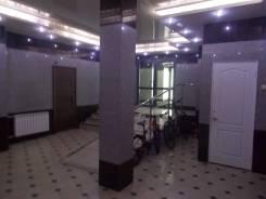 3-комнатная, улица Набережная 5в. Центр, агентство, 180кв.м. Подъезд внутри