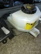 Бачок для тормозной жидкости. Toyota Prius, ZVW30, ZVW30L