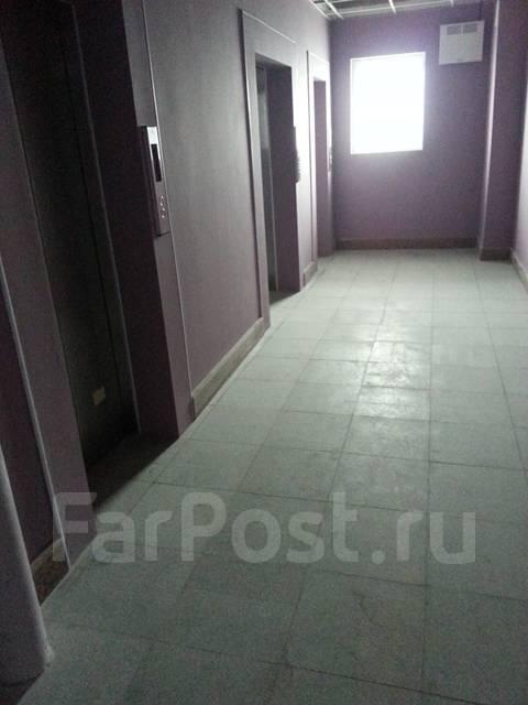 3-комнатная, улица Тигровая 16а. Центр, частное лицо, 136кв.м. Подъезд внутри