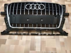Решетка радиатора. Audi Q5, 8RB Двигатели: AAH, CDUC, CDUD, CGLC, CGLD, CGQB, CHJA, CJCA, CJCB, CJCD, CMGB, CNCB, CNCD, CNCE, CNHA, CNHC, CPMA, CPMB...