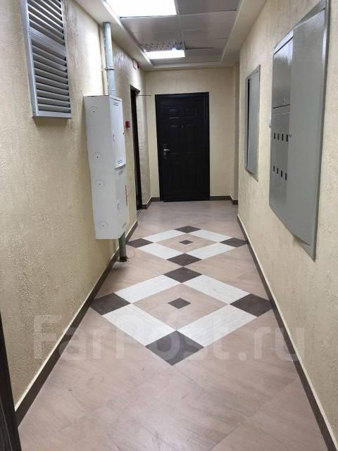3-комнатная, улица Державина 23. Центр, частное лицо, 85кв.м. Подъезд внутри