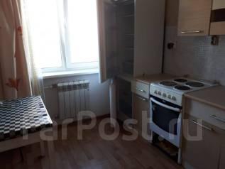 2-комнатная, улица Нейбута 24. 64, 71 микрорайоны, агентство, 50кв.м.