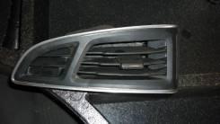 Накладка решетки вентиляционной. Ford Focus, BK, BL, BM, CB8 Двигатели: ECOBOOST, IQDB, JQDA, JQDB, JTDA, JTDB, M1DA, M2DA, M8DA, M8DB, M9DA, M9DB, MU...
