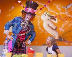 Шоу программа с фокусами от Безумного Шляпника