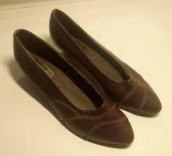 Женские туфли (требуется ремонт)