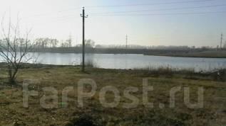 Продаю хороший квадратный участок 6 соток на берегу реки. 600кв.м., собственность, электричество, от частного лица (собственник)