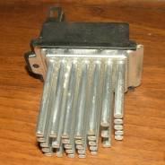 Регулятор оборотов вентилятора отопителя печки Audi A6 C5 97-95. Audi A6 allroad quattro, 4BH Audi S6, 4B2, 4B4, 4B5, 4B6 Audi RS6, 4B4, 4B6 Audi A6...