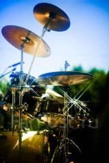 Уроки игры на барабанной установке.