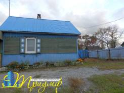 Продается дом с участком в Артеме. Волгоградская, р-н 8 км, площадь дома 30кв.м., централизованный водопровод, электричество 15 кВт, отопление тверд...