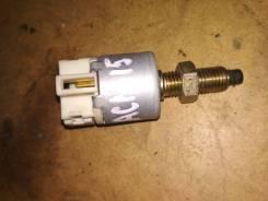 Концевик под педаль тормоза. Toyota Gaia, ACM15, ACM15G