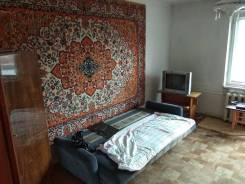 1-комнатная, п. Тайга, улица Первомайская 19 а. Поселок Тайга, частное лицо, 36,0кв.м.