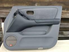 Обшивка двери передняя правая Toyota Harrier