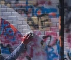 Удаление граффити с фасада