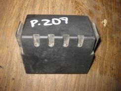 Крышка блока предохранителей. Peugeot 207