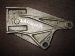 Кронштейн генератора. Renault Laguna Двигатель G8T