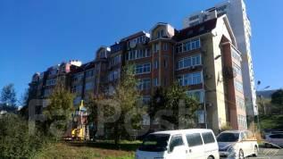1-комнатная, улица Стрелковая 46. 64, 71 микрорайоны, проверенное агентство, 42кв.м. Дом снаружи