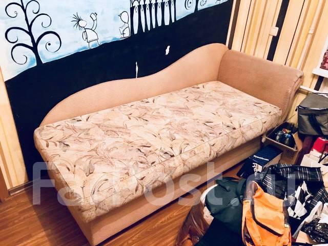 продам малогабаритный диван мебель во владивостоке