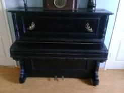 Антикварное пианино, с канделябрами, рабочее. Оригинал