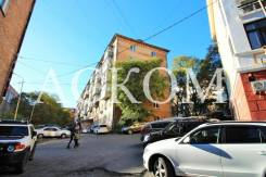 2-комнатная, улица Светланская 165а. Гайдамак, агентство, 40кв.м. Дом снаружи