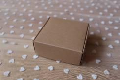 Небольшая крафт-коробка 7,5*7,5*3см