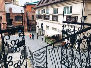 Сдаётся помещение в Старом Дворике ГУМа, Владивосток. 173кв.м., улица Светланская 33, р-н Центр. Дом снаружи