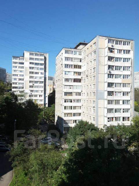 3-комнатная, улица Невельского 21. 64, 71 микрорайоны, частное лицо, 55кв.м. Вид из окна днём