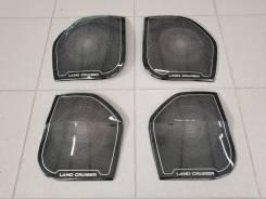 Накладка на боковую дверь. Toyota Land Cruiser, GRJ200, GRJ76K, GRJ79K, J200, URJ200, URJ202, URJ202W, UZJ200, UZJ200W, VDJ200 Двигатели: 1GRFE, 1URFE...