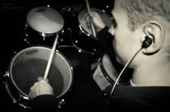 Уроки игры на гитаре и барабанной установке