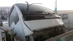 Стекло лобовое. Nissan Atlas