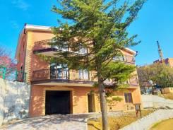 Продается дом на две семьи р-н Седанки. Улица Планерная 54, р-н Седанка, площадь дома 430кв.м., централизованный водопровод, электричество 30 кВт, о...