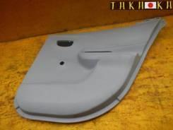 Обшивка дверей Toyota AQUA, правая задняя