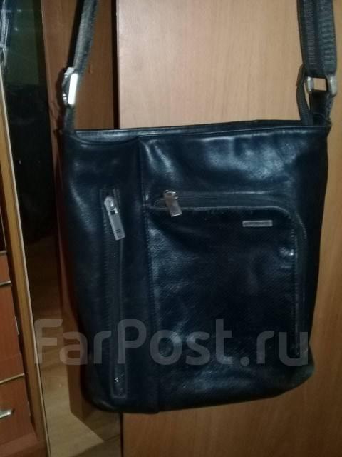 be108b06fd38 Продам черную кожаную сумку - Аксессуары и бижутерия во Владивостоке