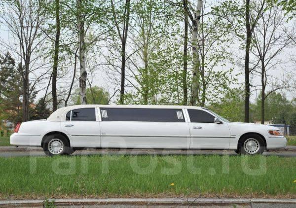 Lincoln Town Car. С водителем