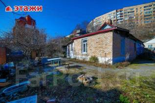 Предлагается к продаже земельный участок почти в Центре. 600кв.м., собственность, электричество, от агентства недвижимости (посредник). Фото участка
