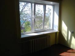 Гостинка, улица Березовая 21. Чуркин, проверенное агентство, 18кв.м. Вид из окна днём