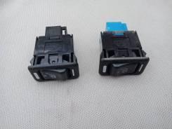 Кнопка включения обогрева сидений. Subaru Forester, SG, SG5, SG9, SG9L Двигатели: EJ20, EJ201, EJ202, EJ203, EJ204, EJ205, EJ20A, EJ20E, EJ20G, EJ20J...