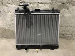 Радиатор охлаждения двигателя. Toyota Yaris Toyota Vitz