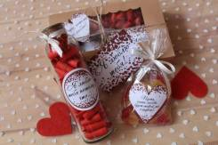 Бутылочка с причинами любви+мармеладки-сердечки+открытка 14 февраля