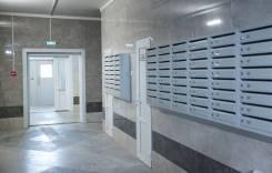 2-комнатная, проспект 100-летия Владивостока 176. Заря, застройщик, 60,0кв.м. Подъезд внутри