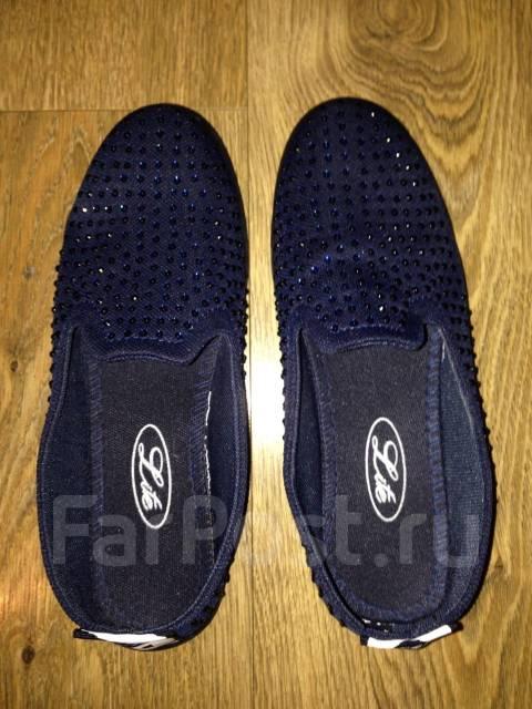 22861c3d0 Продам новые слипоны - Обувь во Владивостоке