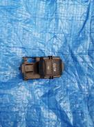Кнопка стеклоподъемника правой задней двериToyota VOXY ZRR75