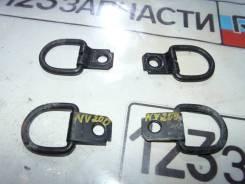Петля в багажнике Nissan NV200 VM20