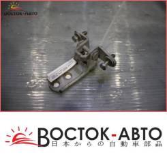 Крепление боковой двери Mitsubishi Lancer Cedia CS5W 1NZFE (MR302271)