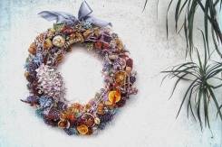 Венки из цветов.