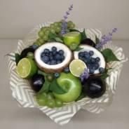 Букет из фруктов и сладостей