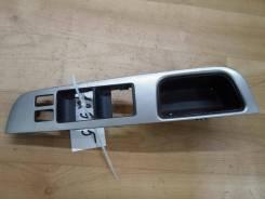 Накладка на кнопку стеклоподъемника Nissan Tiida 2008 (Накладка (кузов внутри)) [80961EL11A]