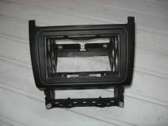 Рамка магнитолы VW Polo Sed RUS 2011 (Рамка магнитолы) [6RU858005C]