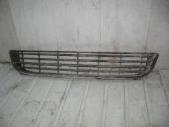 Решетка в бампер VW Golf V Plus (Решетка в бампер центральная) [5m0853677d]